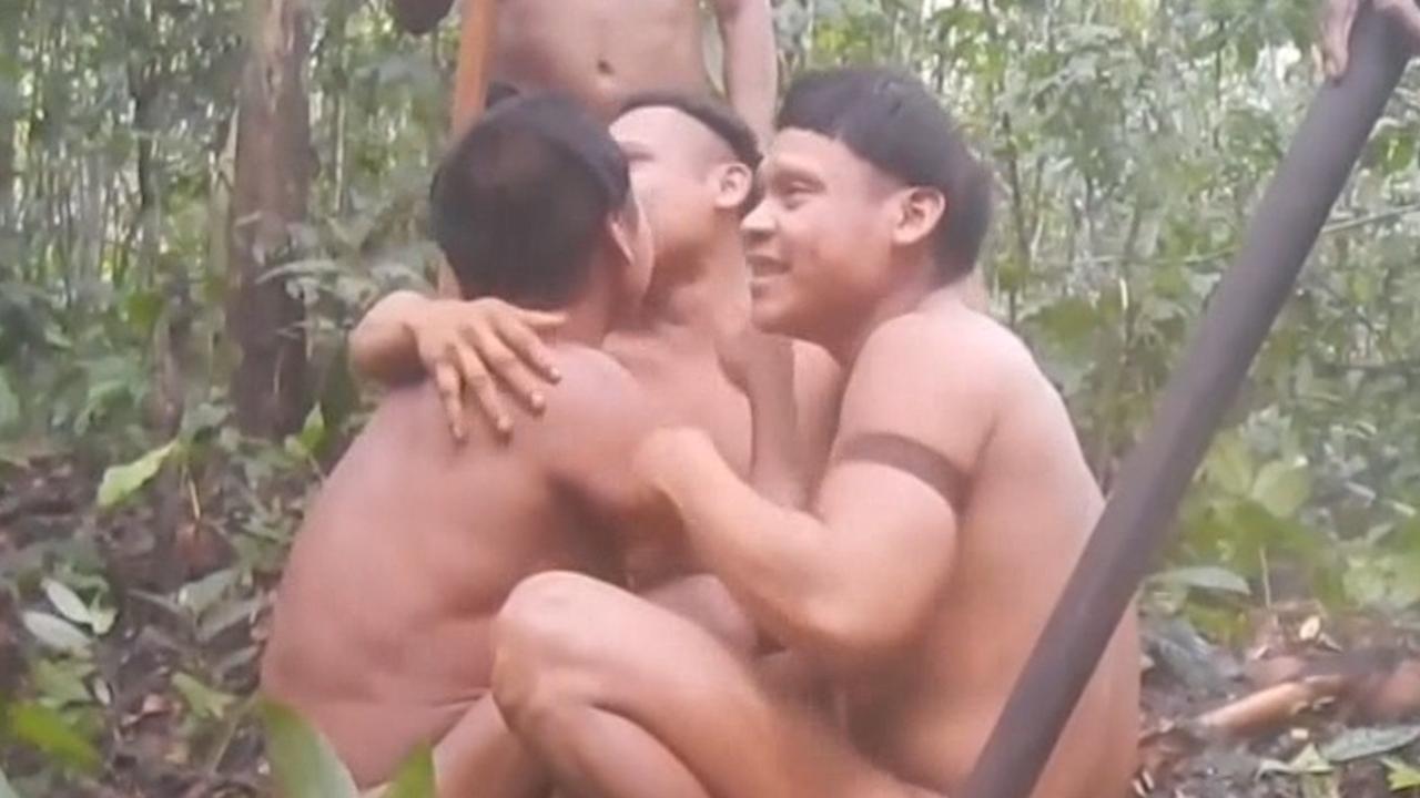 Beelden vrijgegeven van hereniging Braziliaanse indianenstam