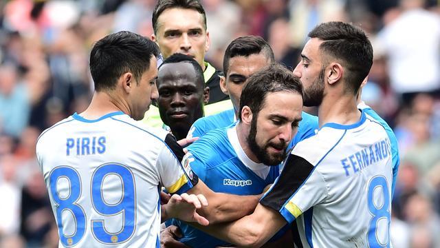 Schorsing Napoli-spits Higuain teruggebracht tot drie duels