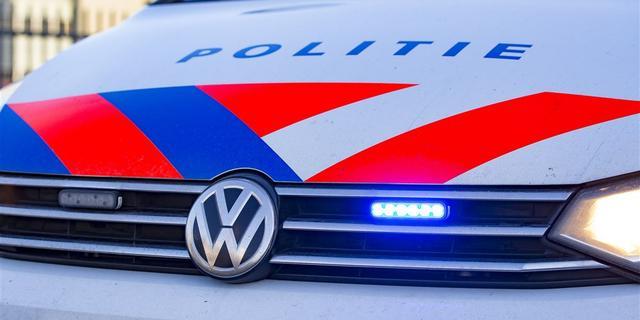 Vrouw onder invloed van drugs rijdt tegen voertuigen en kliko's in Breda