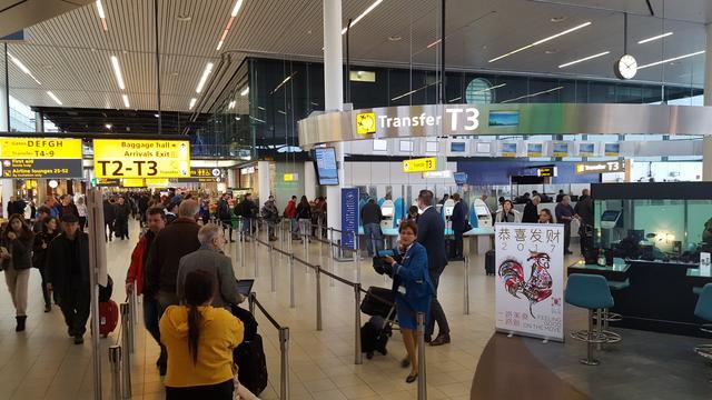 Vliegverkeer Schiphol hervat na urenlange storing luchtverkeersleiding