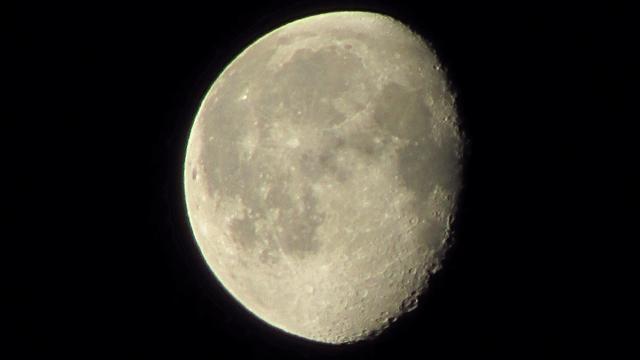 'Maan draaide vroeger om andere as'