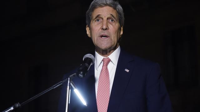 Kerry arriveert in Parijs voor bespreking met Hollande
