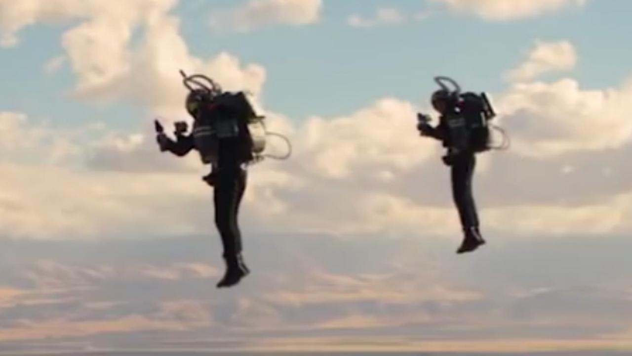 Jetpackpiloten vliegen in VS voor het eerst dicht bij elkaar