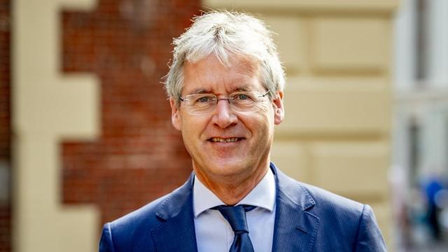Minister Slob bezoekt Amsterdamse scholen die week gesloten zijn