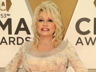 Dolly Parton investeerde royalty's van Whitney Houston-hit in probleemwijk