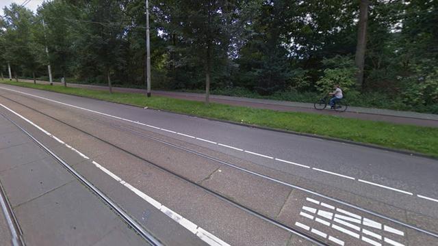 Snorfietser gewond na aanrijding op Jan Evertsenstraat