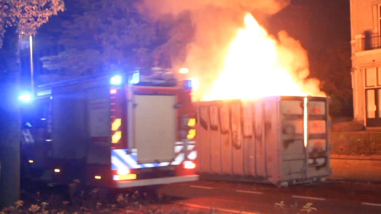 Brandweer blust meerdere brandjes in Den Haag