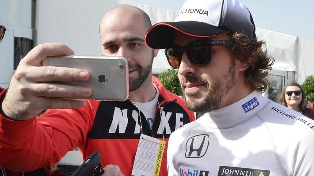 Alonso denkt dat alleen McLaren op termijn Mercedes kan verslaan