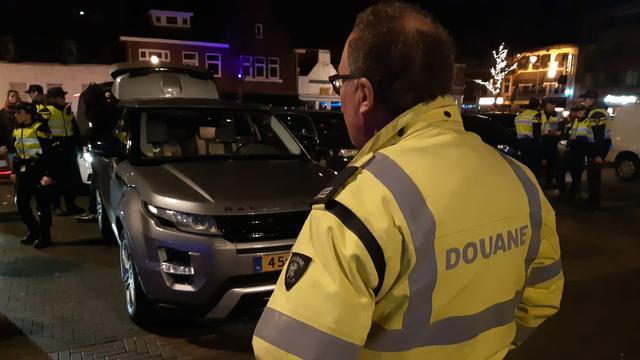Politie vindt ruim elfduizend hennepplanten in garagebox in Woensel