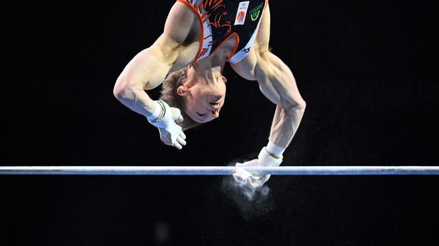 Epke Zonderland in actie tijdens de EK turnen in Basel.