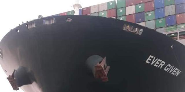Egypte wil lading van containerschip lossen om lostrekken te bespoedigen
