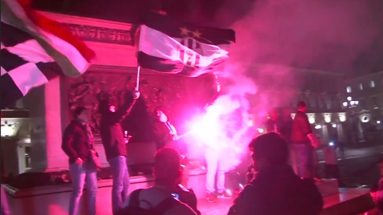 Supporters Juventus vieren zevende landstitel op rij in Turijn
