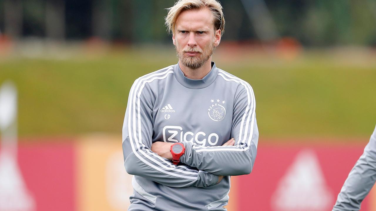 Ajax-assistent Poulsen uit voorzorg thuis om mogelijke coronabesmetting