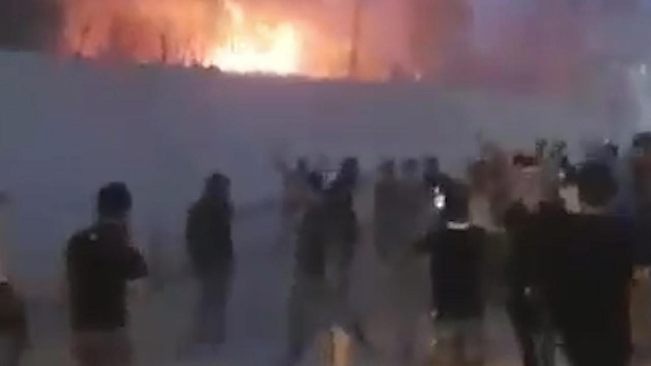 Vlammen slaan uit Iraanse consulaat in Irak