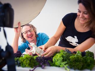 Laura Emmelkamp en Scato van Opstall wilden hun kinderen groente leren eten – maar wel met plezier. Zij hebben de oplossing.