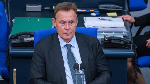 Vicevoorzitter Duitse Bondsdag zakt in bij tv-opname en overlijdt