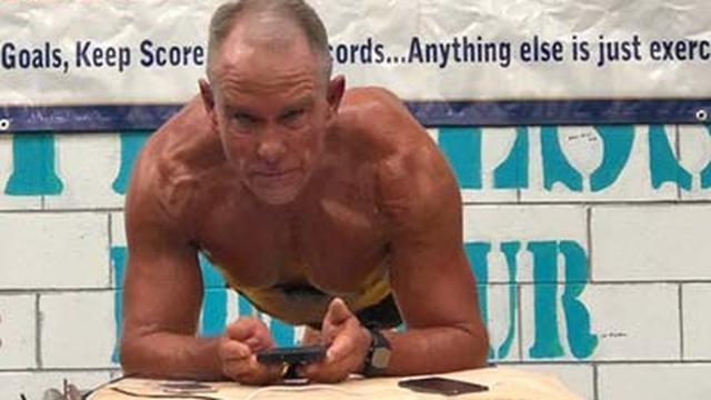 Amerikaan (62) breekt wereldrecord planking: acht uur en een kwartier