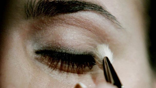 NVWA start onderzoek naar asbest in make-up