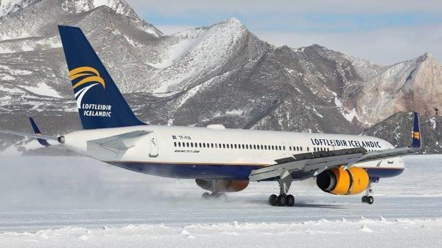 Passagiersvliegtuig Boeing 757 maakt eerste landing op Antarctica