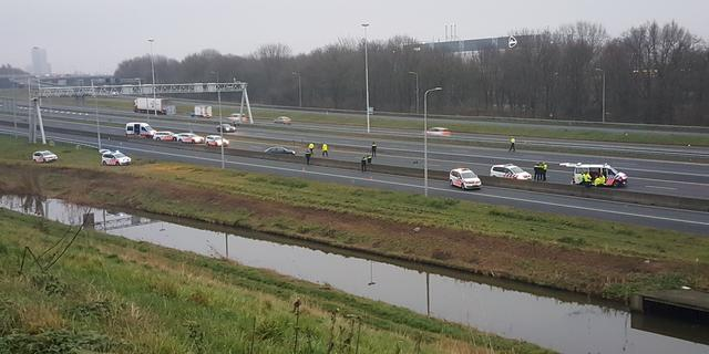 Politie lost schoten op A20 bij Rotterdam na aanrijding