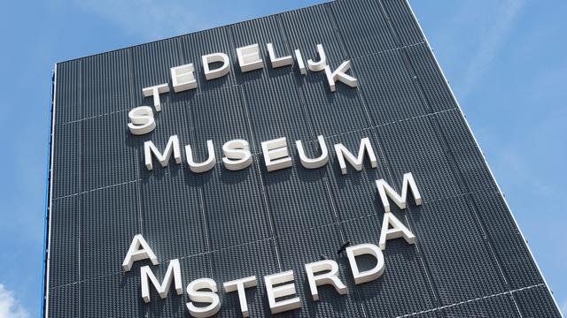 Amsterdamse musea geven doven rondleiding gebarentaal