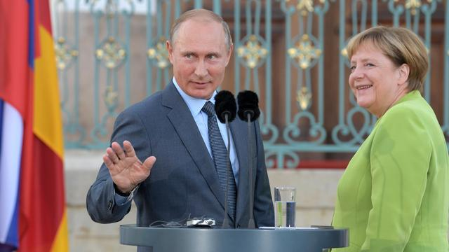 Poetin vraagt tijdens bezoek aan Merkel steun Europa bij 'heropbouwen' Syrië