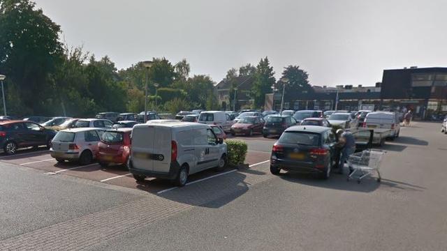 Man (18) in auto overvallen en van tas beroofd in Steenbergen