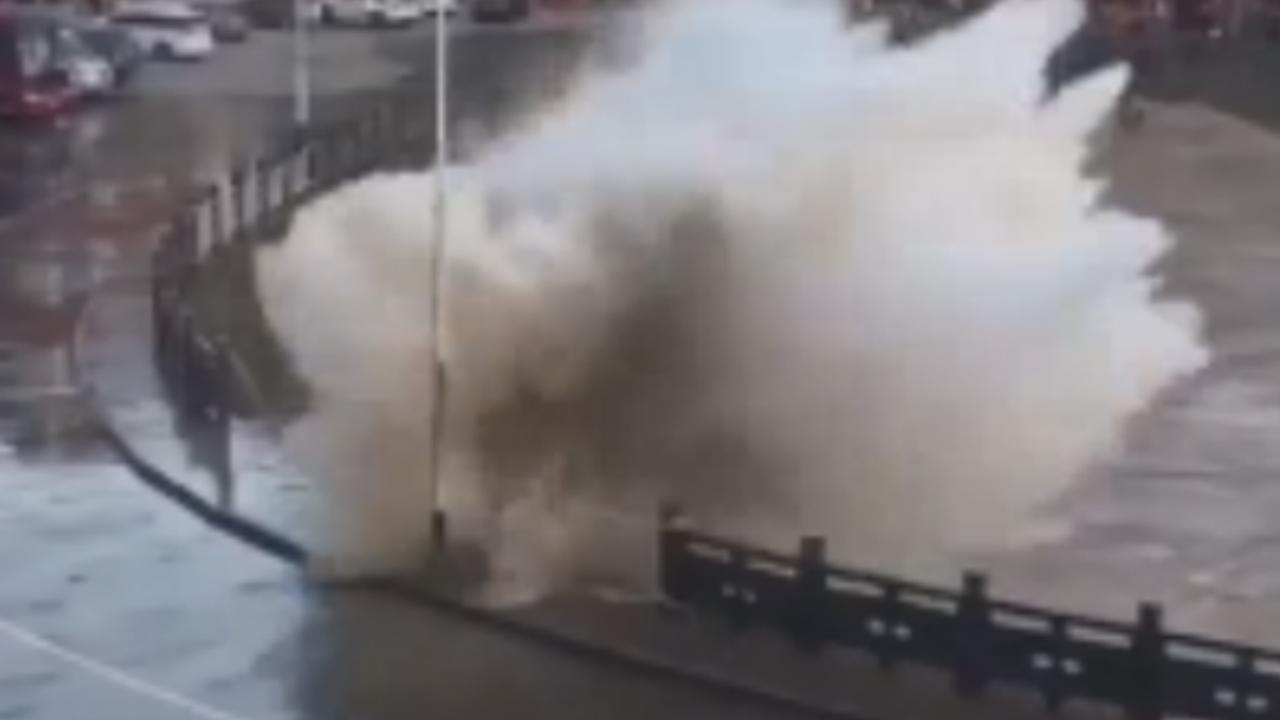 Aankomst tyfoon Maria zorgt voor woeste zee aan oostkust China
