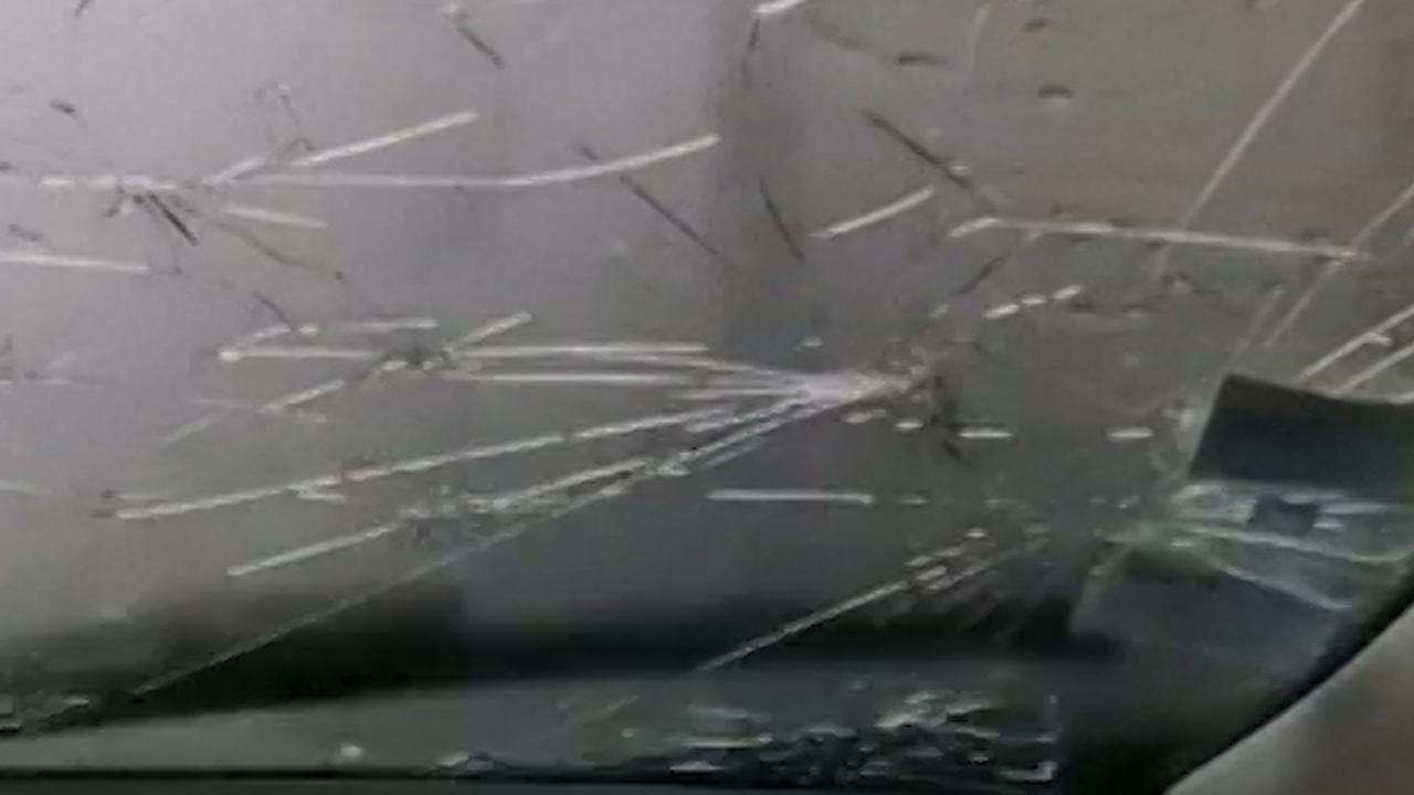 Autoruit krijgt barsten bij flinke hagelbui in Frankrijk