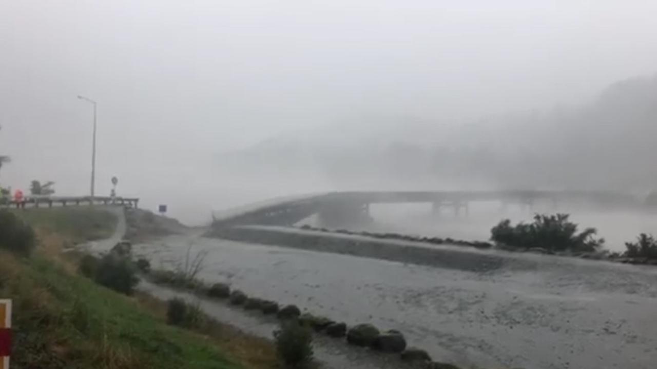 Brug stort in na noodweer in Nieuw-Zeeland