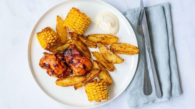 Recept: Traybake met kip en mais met maar vijf ingrediënten