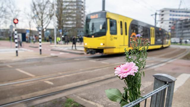 Utrecht een dag na de aanslag: Vlaggen halfstok en bloemen