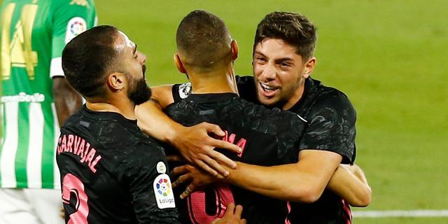 Moeizame zege Real bij tiental Betis, goals Hateboer en De Roon voor Atalanta