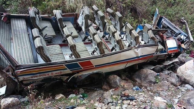 Zeker veertig doden doordat bus afgrond inrijdt in India