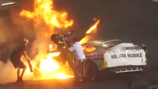 Vader redt zoon uit brandende auto na crash tijdens race in Boston