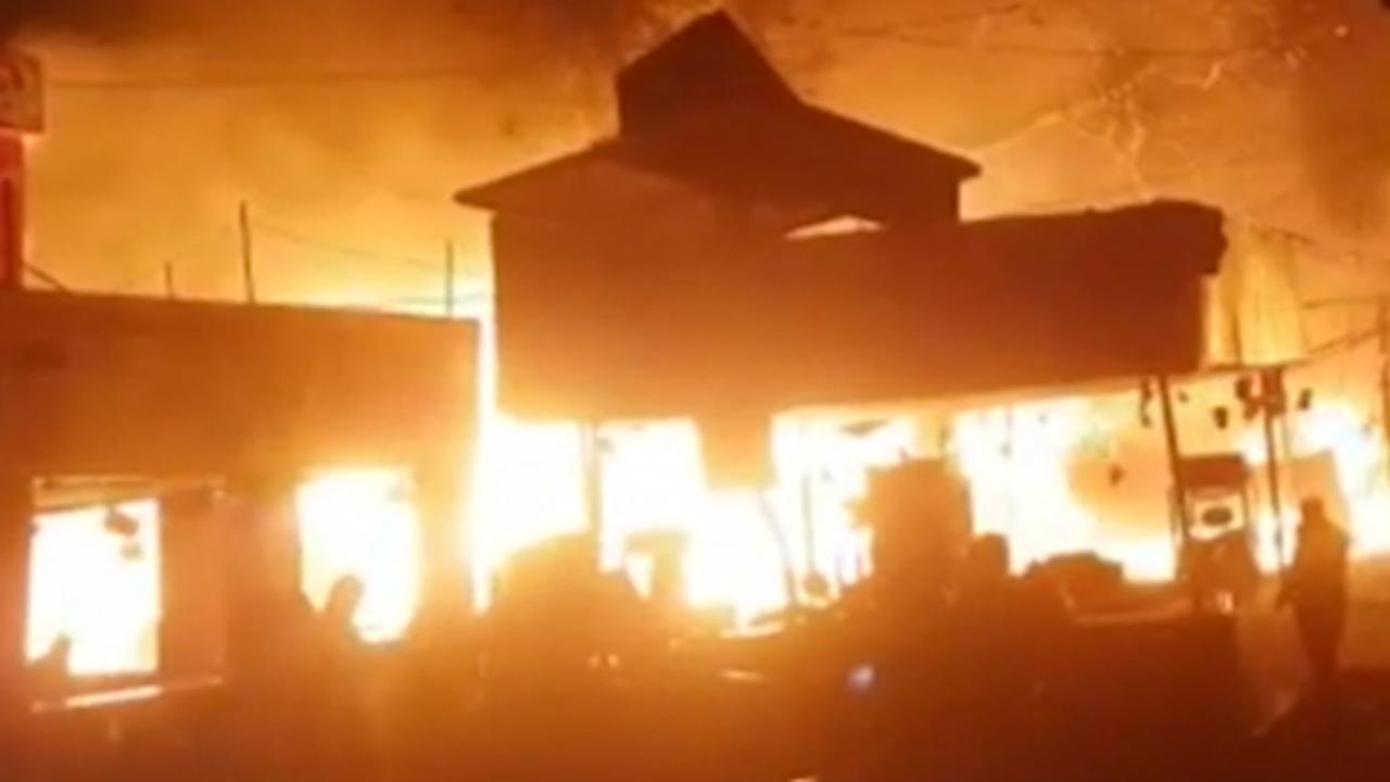 Beurs India met 2.500 stands deels in vlammen op door kortsluiting