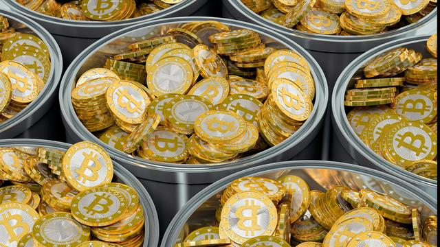 Prijs bitcoin herstelt na forse verliezen