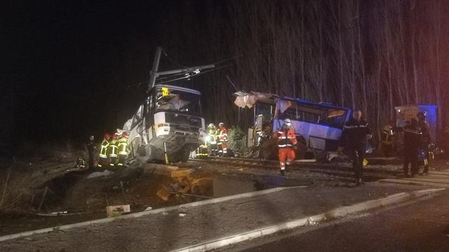 Vier kinderen omgekomen bij botsing tussen trein en schoolbus Frankrijk