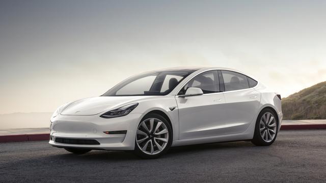 Tesla haalt 1,8 miljard op voor productie Model 3