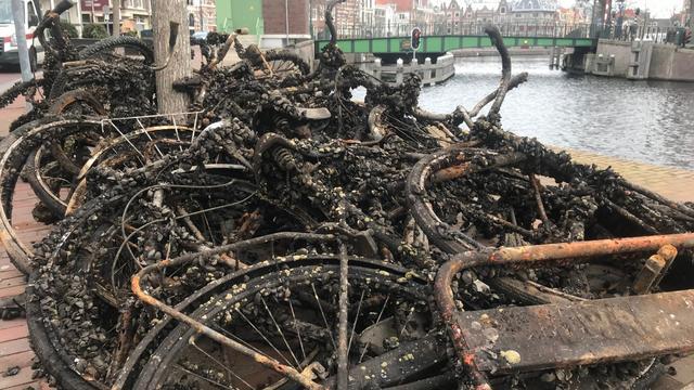 Twintigtal fietswrakken uit Spaarne gehaald door brandweer