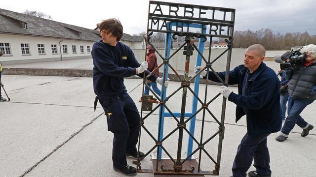 Gestolen poort terug in concentratiekamp Dachau