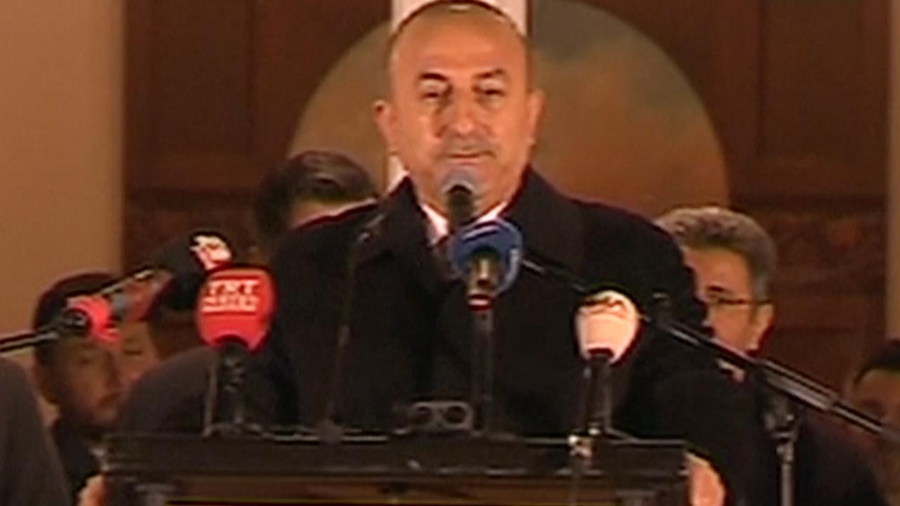 Turkse minister van Buitenlandse Zaken spreekt Turkse Duitsers toe