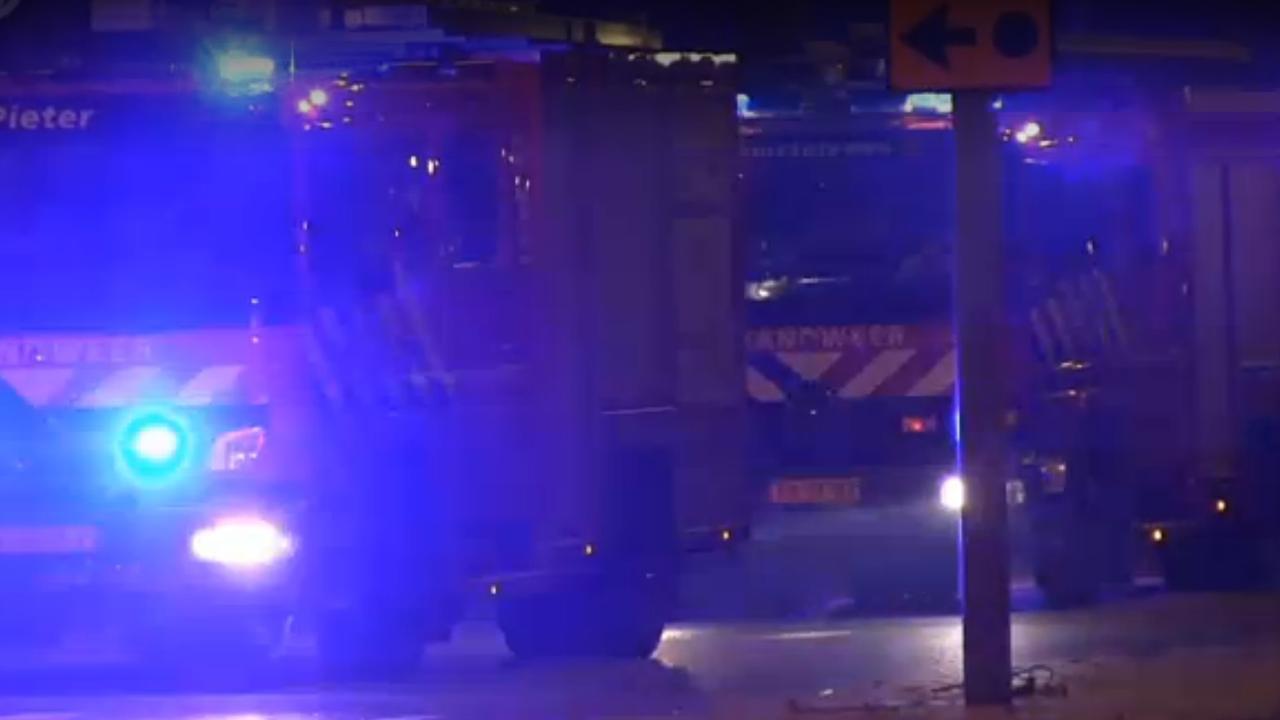 Brandweer blust grote brand bij chemisch bedrijf Amsterdam