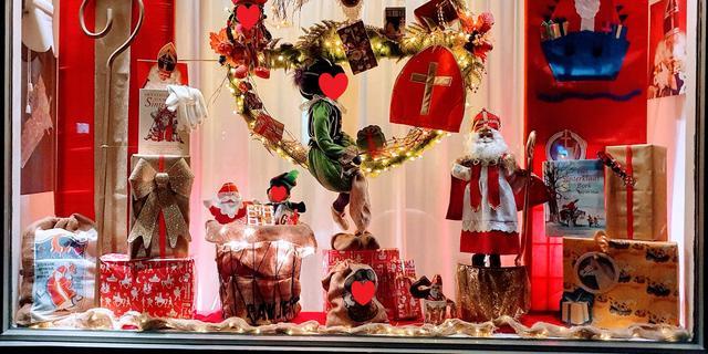 Kerstboom- en lichtjes? Nee, deze mensen versieren hun huis met Sinterklaas