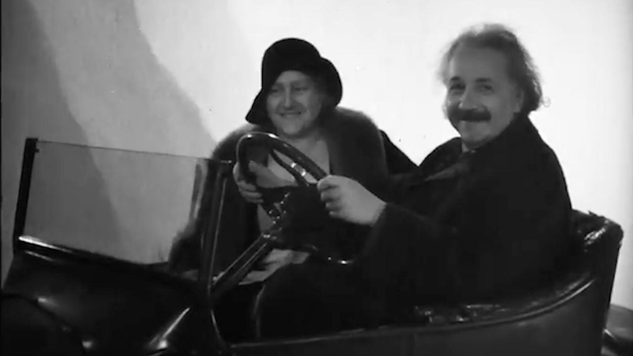 Film met Einstein in vliegende auto opgedoken