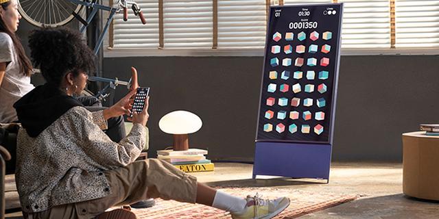 Samsungs tv met verticale stand voor mobiele video's komt naar Nederland