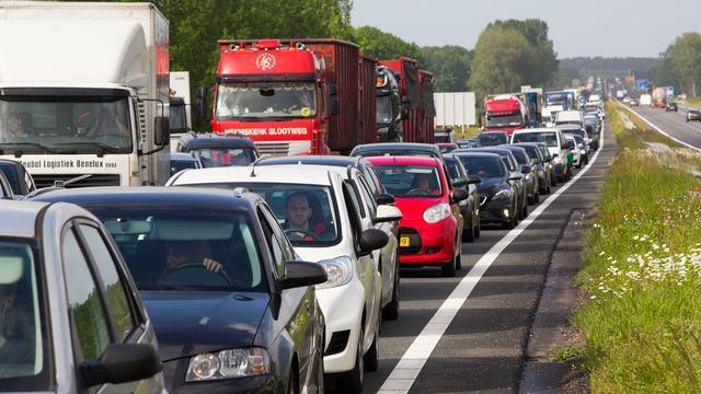 Dichte snelweg zorgt voor verkeerschaos rond Amsterdam en Utrecht