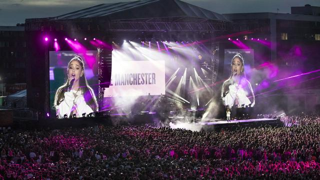Ariana Grande toont brief over aanslag Manchester in documentaire