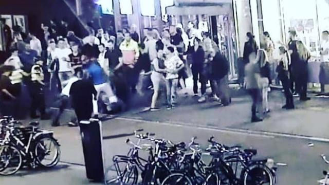 Mogelijk foto's van aanstichters vechtpartij Vunzige Deuntjes getoond