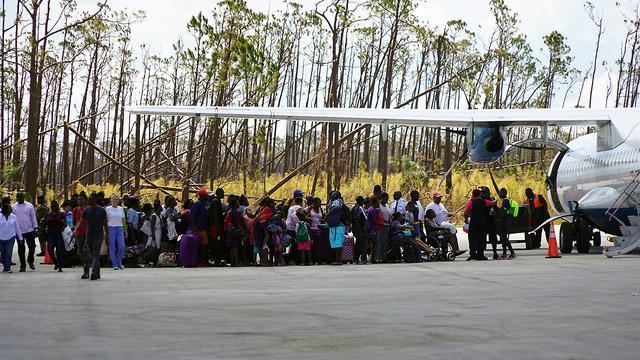 Inwoners ontvluchten door orkaan Dorian zwaarst getroffen eilanden